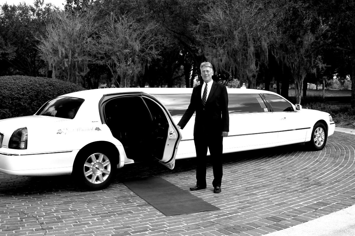 how much does it cost to rent a limo for prom